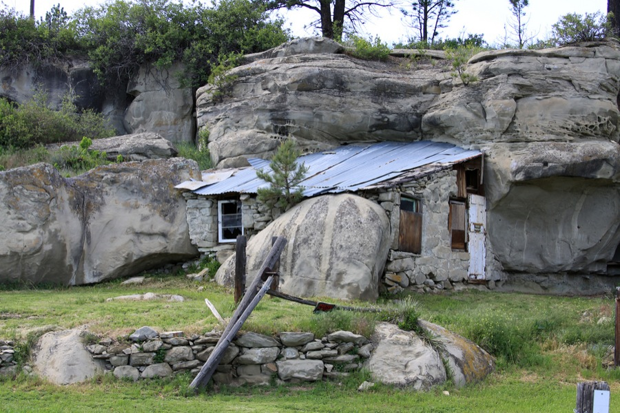 6 Amazing Houses That Were Built On Or In Cliffs