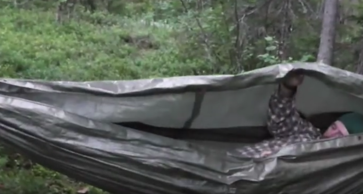 screen shot 2015 12 01 at 9 45 12 am the tarp hammock   cocoon survival shelter  u2013 survivalkit    rh   survivalkit
