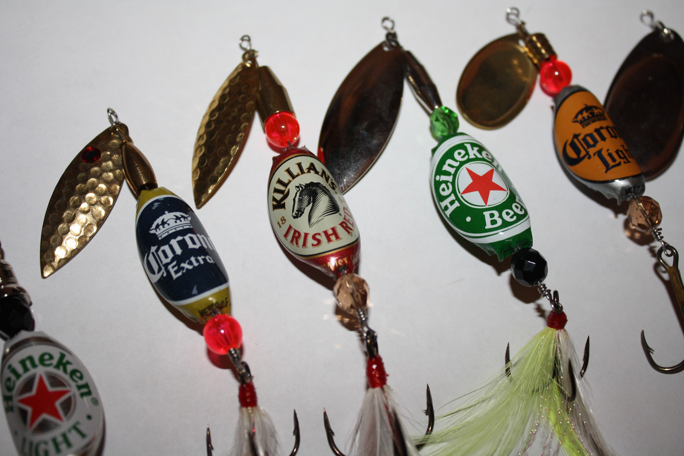 Make fishing lures out of bottle caps survivalkit make fishing lures out of bottle caps solutioingenieria Image collections