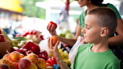 things-your-kids-can-learn-at-the-farmers-market