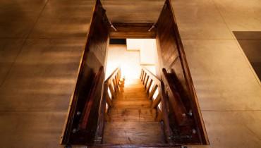 Trap-Door-